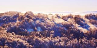 Berg ijzige lanscape, de winterscène royalty-vrije stock fotografie