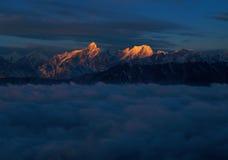 Berg im Himmel Stockfotos