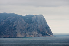 Berg im Meer Stockfoto