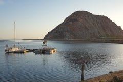 Berg im Wasser Stockfoto