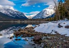 Berg-Kanone rechts und Berg Vaugh links, im Glacier Nationalpark stockbilder