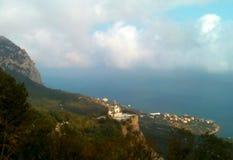 Berg Kara-Dag mit Strahl der Leuchte Stockbild