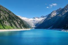 Berg Lake i Österrike Region för höga berg på dagtiden Naturligt landskap i Österrike berg royaltyfri bild