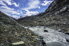 Berg landskap i den schweiziska alpen Fotografering för Bildbyråer