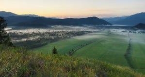 Berg landskap i morgonen arkivfoton