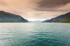 Berg landskap och fjorden i Norge Royaltyfri Bild