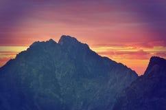 Berg landskap på solnedgången Fotografering för Bildbyråer