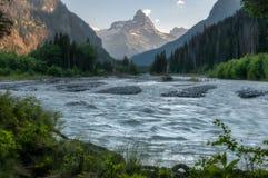 Berg lopp, natur, härligt ställe, floder arkivfoto
