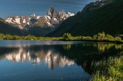 Berg lopp, natur, härligt ställe, snö, is arkivfoton