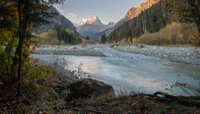 Berg lopp, natur, sjöar, härligt ställe, glaciär arkivfoton