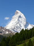 Berg Matterhorn in de zomer Stock Foto's