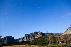 Berg med kort stjärnaslingor Arkivbilder