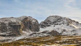 Berg med liten insnöad vinter royaltyfria bilder