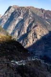 Berg med liten snö på det bästa solljuset i morgonen på Lachen i norr Sikkim, Indien Royaltyfri Foto