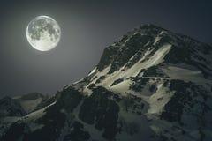 Berg med månen royaltyfria bilder