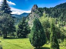 Berg med slotten arkivfoton
