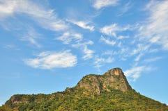 Berg met blauwe hemel. Royalty-vrije Stock Afbeelding