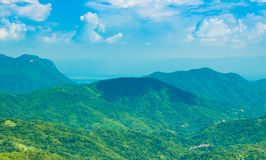 Berg met blauwe hemel Stock Fotografie