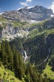 Berg met de gletsjer GLB en reusachtige waterval dichtbij de Klausen-pas Royalty-vrije Stock Afbeeldingen