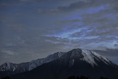 Berg met de sneeuw stock foto's