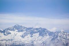 Berg met hoogtepunt van sneeuw Royalty-vrije Stock Fotografie
