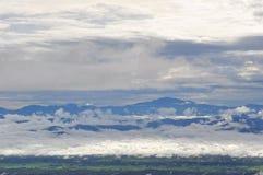 Berg met Mistige Ochtend Stock Fotografie
