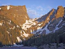 Berg met platte kop van droommeer Stock Foto