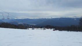 Berg met sneeuw op een bewolkte dag royalty-vrije stock foto