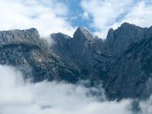 Berg met stijgende mist Royalty-vrije Stock Foto