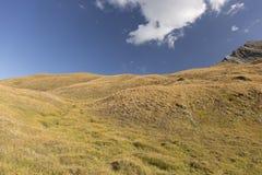Berg met wolk royalty-vrije stock afbeeldingen