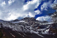 Berg mit Schnee Stockfotos