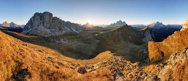 Berg - Mt Pelmo och Mt Civetta Dolomites, Italien Arkivfoto