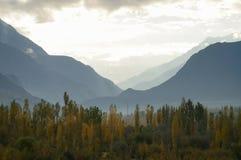 Berg nära den Ghizer dalen i nordliga Pakistan Arkivfoto