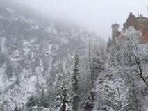 Berg och en slott Royaltyfri Bild