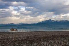 Berg och ett hav på Batumi Arkivfoto