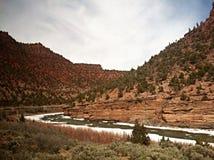 Berg och flod Arkivbilder