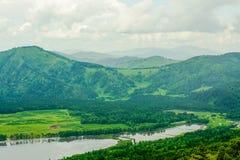 Berg och floder av Altai royaltyfri fotografi