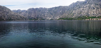 Berg och hav i Montenegro Arkivbilder
