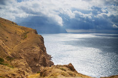 Berg och havet Arkivfoto