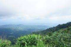 Berg och himmel i Chiang Mai Arkivfoton