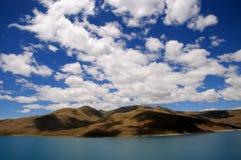 Berg och lake Royaltyfria Foton