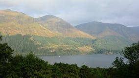 Berg och Lake Royaltyfri Foto