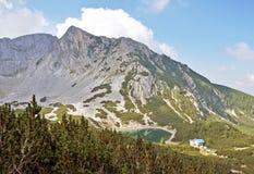 Berg och Lake Royaltyfri Bild