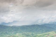 Berg och moln Royaltyfri Foto