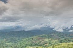 Berg och moln Royaltyfria Bilder