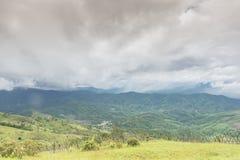 Berg och moln Royaltyfri Fotografi