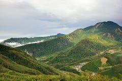 Berg och moln i Hsinchuen, Taiwan Arkivfoton