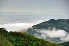 Berg och moln i Hsinchuen, Taiwan Royaltyfri Bild