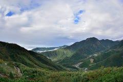 Berg och moln i Hsinchuen, Taiwan Arkivbilder
