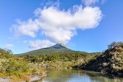 Berg och sjö, Tierra del Fuego National Park, Ushuaia, Argentina Arkivfoton